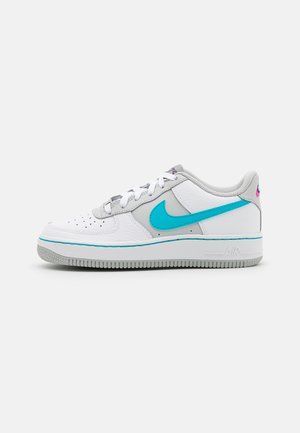 AIR FORCE 1 LV8 EMB - Trainers - white/turquoise blue/grey fog/sundial