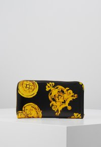 Versace Jeans Couture - PATENT BAROQ ZIP AROUND PURSE - Portemonnee - nero/oro - 3