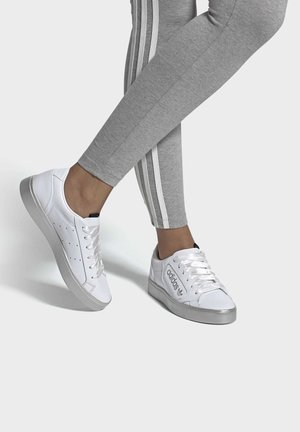 ADIDAS SLEEK SHOES - Baskets basses - white
