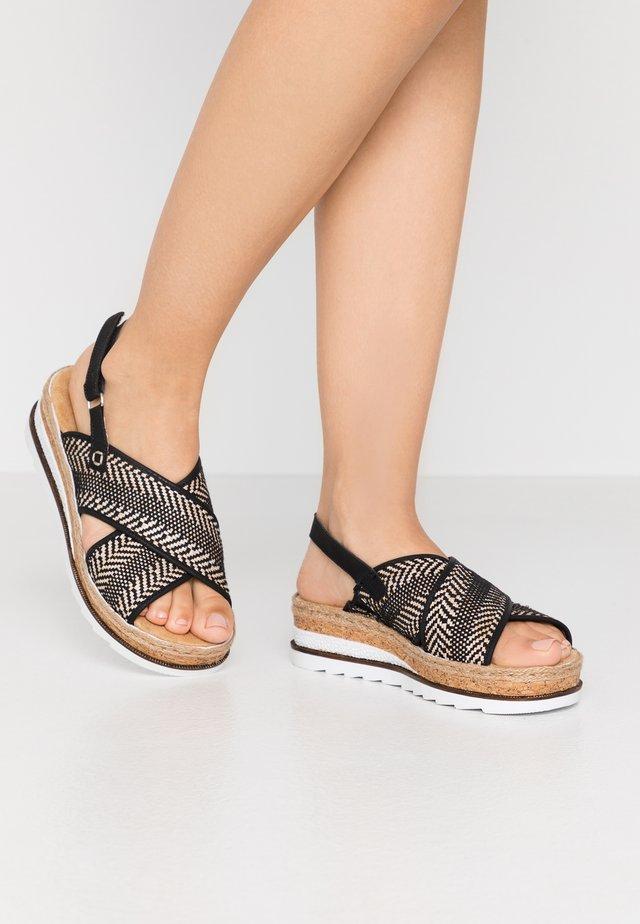 Korkeakorkoiset sandaalit - schwarz/natur