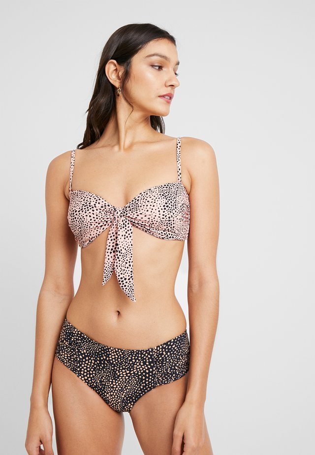 SAFARI SPOT TWIST TIE FRONT BANDEAU - Bikini top - rose sands