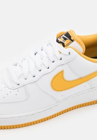 Nike Sportswear - AIR FORCE 1 '07 - Sneakersy niskie - white/light ginger/black - 5