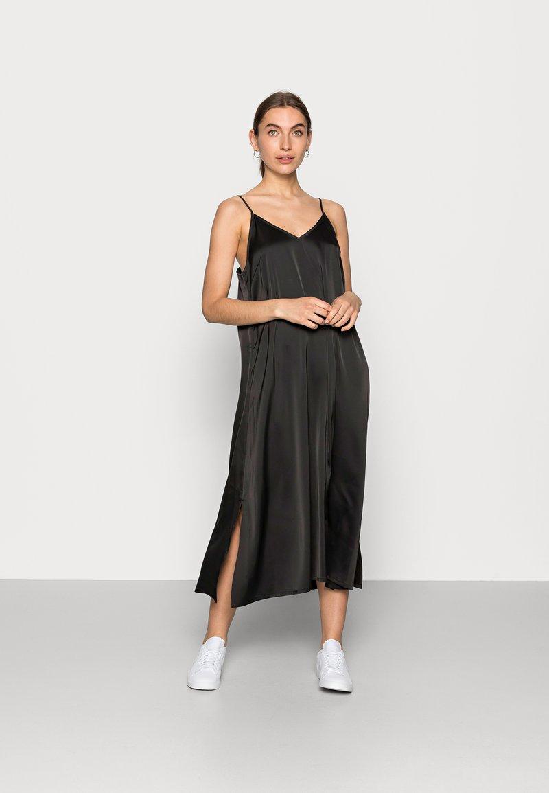 JUST FEMALE - CLEAR SINGLET DRESS - Denní šaty - black