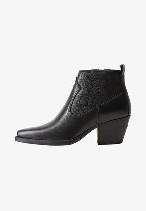 LEDERSTIEFELETTE MIT ABSATZ - Ankle boots - schwarz