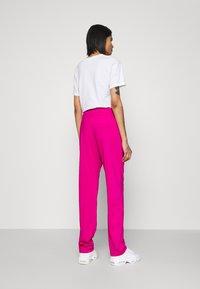 Nike Sportswear - TRACK SUIT SET - Sweatjakke - pink glaze/white/black - 5