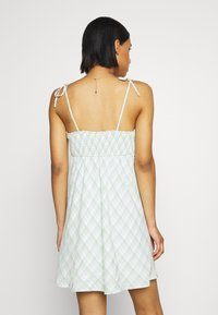 Hollister Co. - RUCHED TIE STRAP DRESS  - Kjole - green - 2
