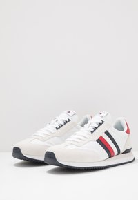 Tommy Hilfiger - MIX RUNNER STRIPES - Zapatillas - red - 2