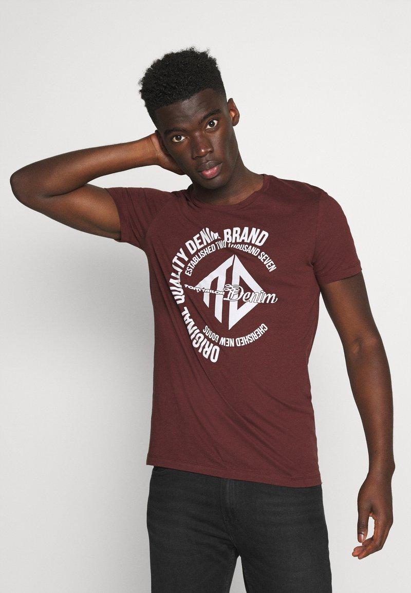 TOM TAILOR DENIM - WITH COINPRINT - Print T-shirt - decadent bordeaux