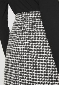 Missguided - HOUNDSTOOTH SKIRT - Mini skirt - black - 6