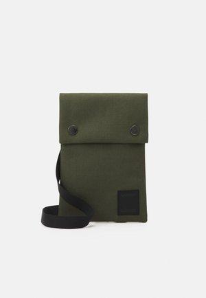 COBETT NECK UNISEX - Across body bag - capulet olive