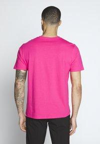 Carhartt WIP - Basic T-shirt - ruby pink - 2