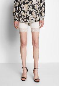 Vila - VIOFFICIAL - Shorts - snow white - 0