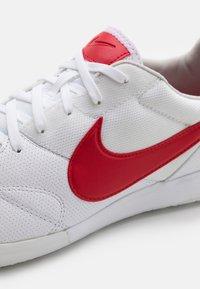 Nike Performance - PREMIER II SALA IC - Zaalvoetbalschoenen - white/university red/photon dust - 5