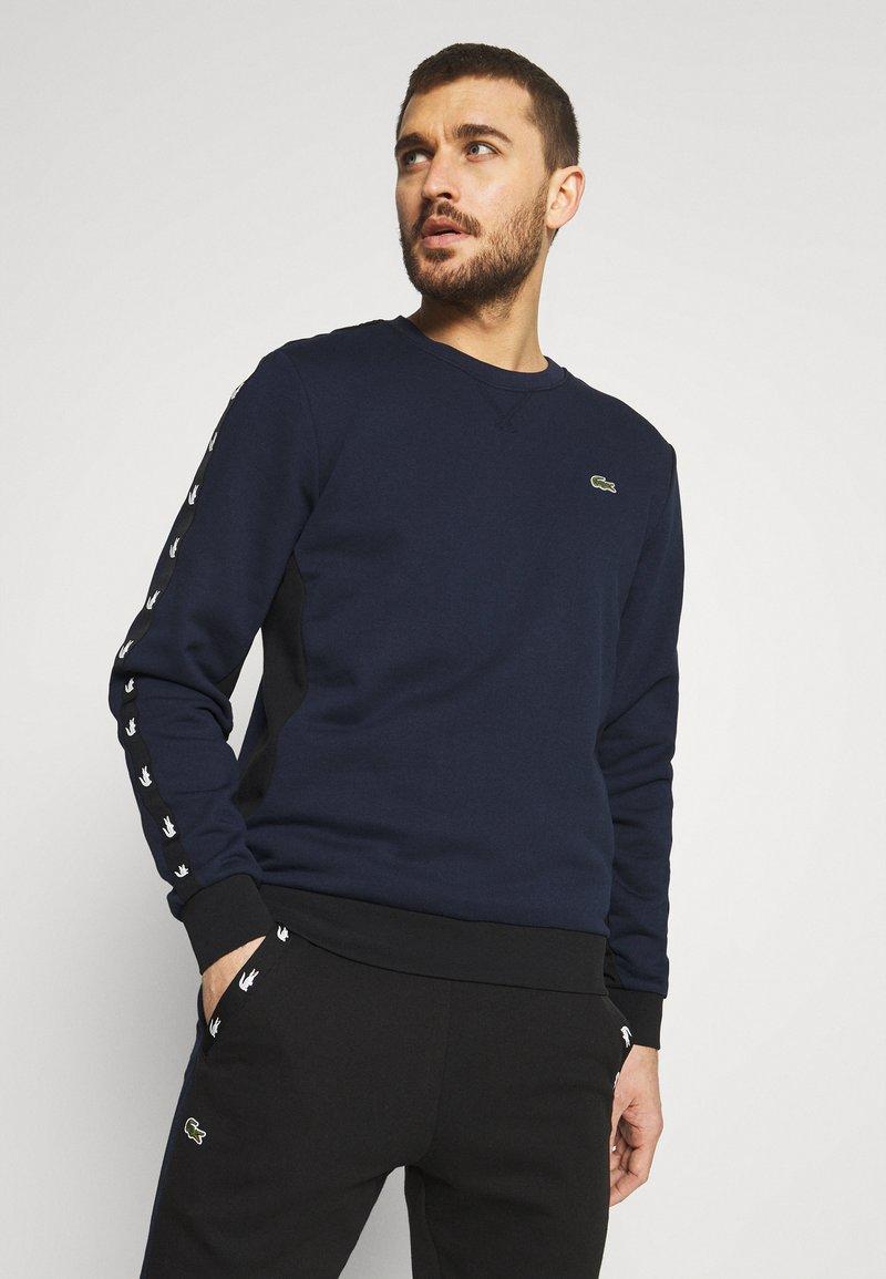 Lacoste Sport - TAPERED - Collegepaita - navy blue/black