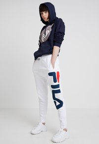 Fila - PURE BASIC PANTS - Trainingsbroek - bright white - 1