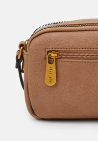 SURI FREY - LEONY - Across body bag - taupe - 3