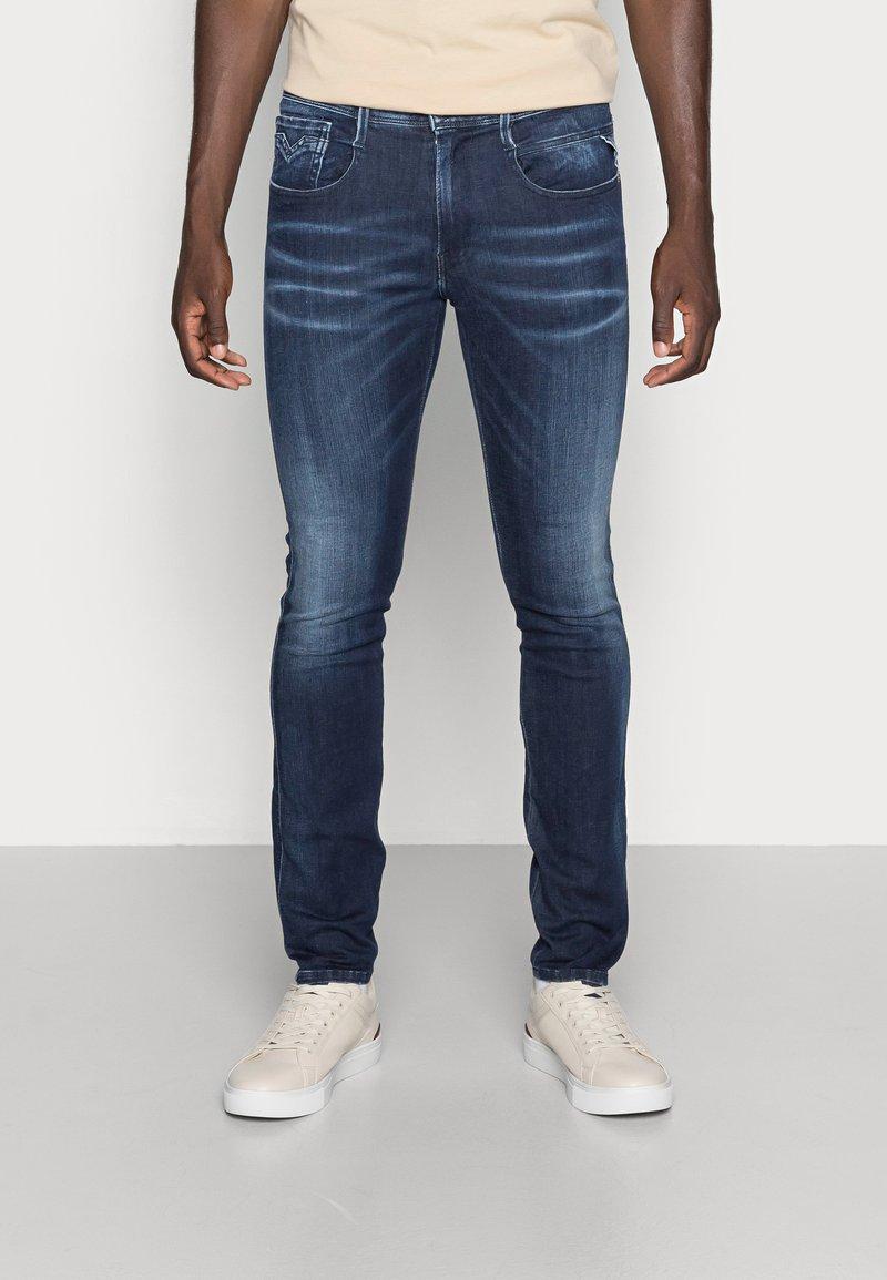 Replay - ANBASS SHADES - Slim fit jeans - dark-blue denim