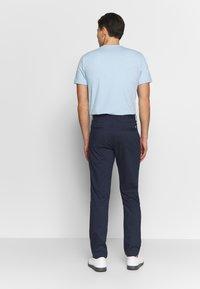 Calvin Klein Golf - RADICAL CHINO TROUSER - Chino kalhoty - dark navy - 2