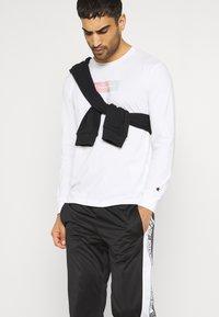 Champion - CREWNECK LONG SLEEVE  - Långärmad tröja - white - 3