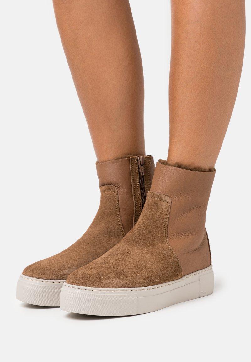 MAHONY - BERN - Platform ankle boots - cognac