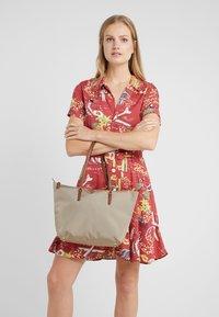 Lauren Ralph Lauren - KEATON TOTE-SMALL - Handbag - clay - 1
