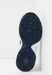 Reebok Classic - AZTREK 96  - Sneakersy niskie - white/collegiate navy/radiant red - 6