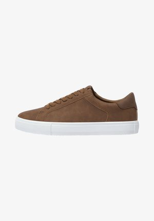 MIT BROGUING - Sneakers laag - yellow