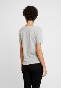 Tommy Hilfiger - CLASSIC  - T-shirts - light grey heather - 2