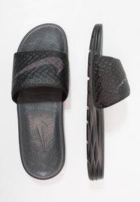 Nike Sportswear - BENASSI SOLARSOFT - Ciabattine - black/anthracite - 1