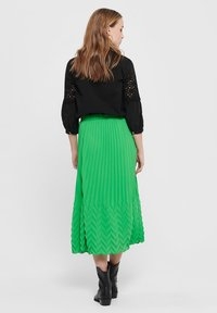 ONLY - MIDIROCK PLEATED - A-line skirt - kelly green - 2