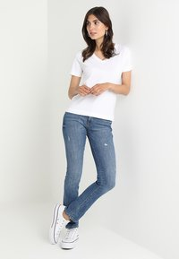 Zalando Essentials - Basic T-shirt - bright white - 1