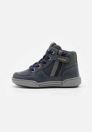 POSEIDO BOY - Sneaker high - navy/military