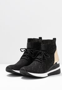 MICHAEL Michael Kors - SKYLER LACE UP  - Sneakers high - black/gold - 4