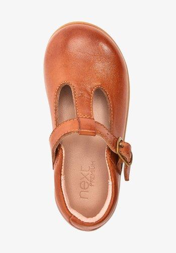 Ankle strap ballet pumps