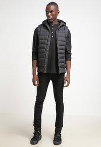 Urban Classics - SMALL BUBBLE - Waistcoat - black - 1