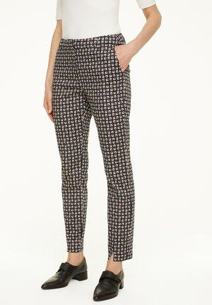GEMUSTERTE AUS BAUMWOLLSATIN - Trousers - black small geometric