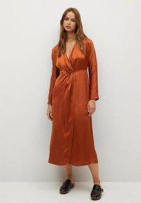 Mango - FLIESSENDES - Cocktail dress / Party dress - bräunliches orange - 0