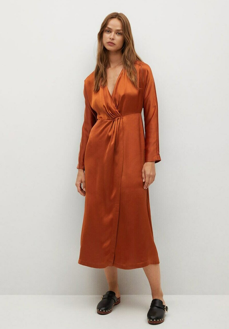 Mango - FLIESSENDES - Cocktail dress / Party dress - bräunliches orange
