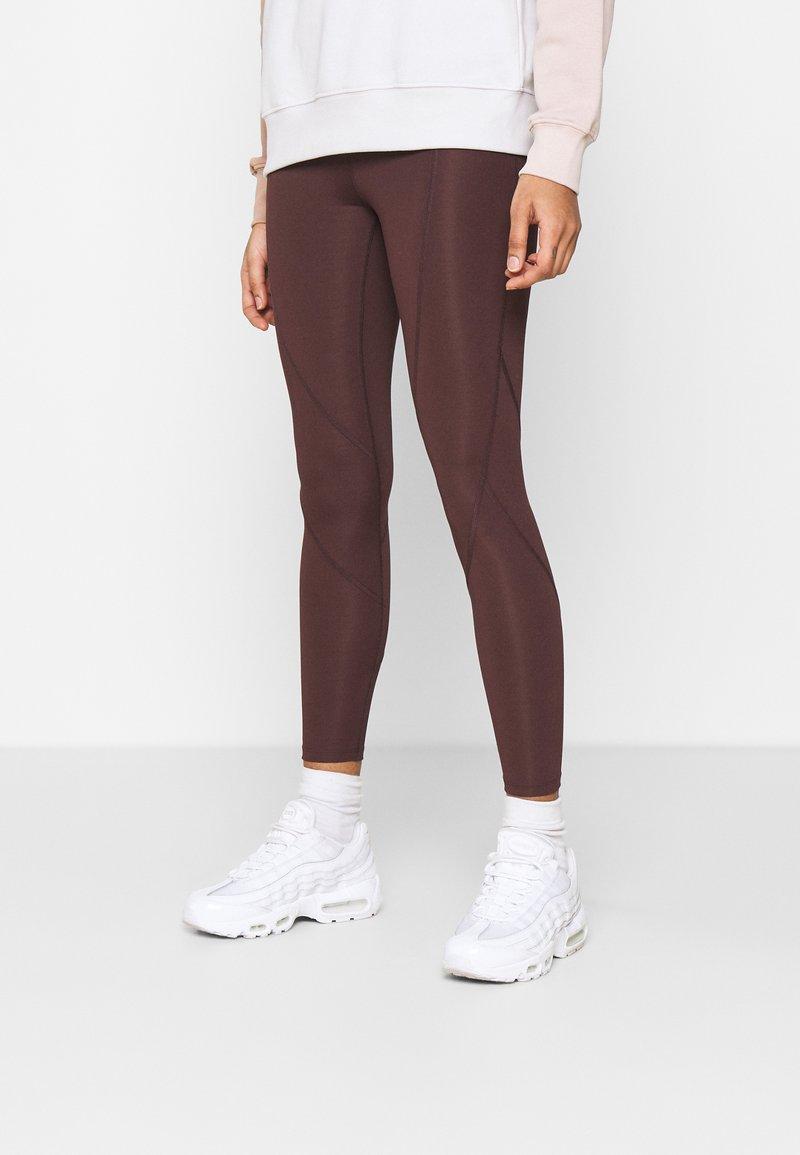 Jordan - ESSENTIAL - Leggings - Trousers - mahogany/gold