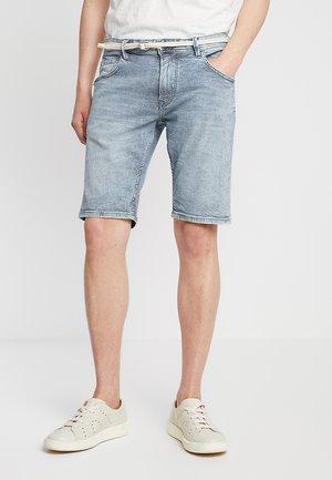 REGULAR WITH BELT - Szorty jeansowe - blue ecru/white