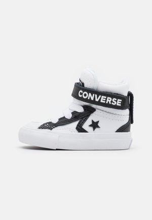 PRO BLAZE STRAP VARSITY UNISEX - Sneakers alte - white/black/white