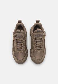 Buffalo - VEGAN CHAI - Sneakersy niskie - grey - 5