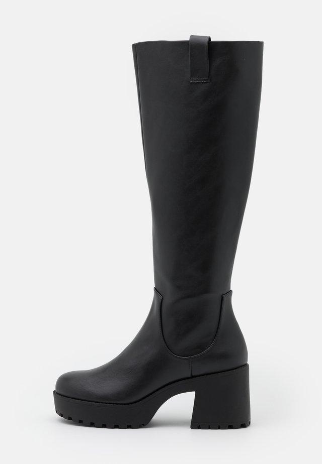 VEGAN SADIE BOOT - Stivali con plateau - black dark