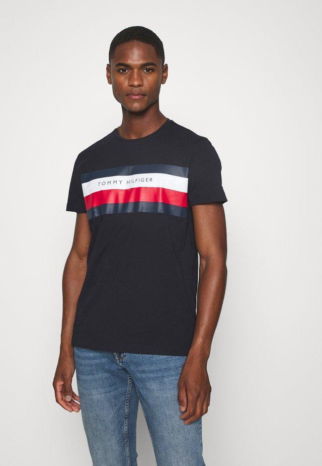 STRIPE TEE - T-shirt z nadrukiem - blue