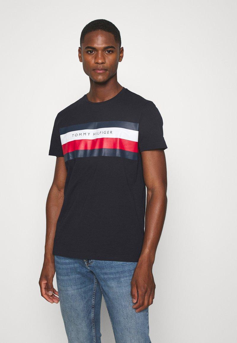 Tommy Hilfiger - STRIPE TEE - T-shirt z nadrukiem - blue