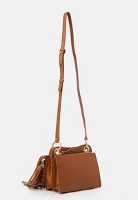 See by Chloé - TILDA FRINGE BAG - Handbag - caramello - 5