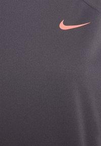 Nike Performance - CLSH  - Camiseta de deporte - dark raisin/bright mango - 2