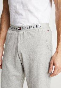 Tommy Hilfiger - SHORT - Pyjama bottoms - grey - 4