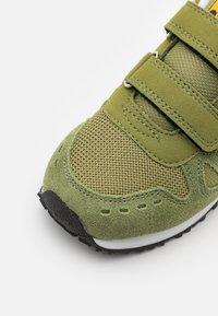 Diadora - SIMPLE RUN UNISEX - Sportovní boty - calliste green - 5