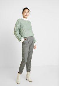 Dorothy Perkins Tall - SAVANNAH PEG LEG TROUSER - Pantalones - grey - 2